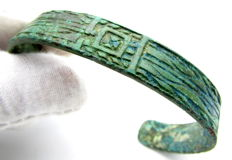 Medieval period, Viking decorated bronze bracelet - 61 mm (inner diameter)