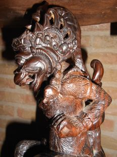 Signed woodcarving monkey king - Bali - Indonesia