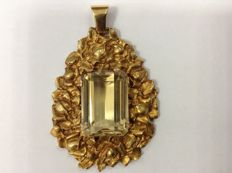 Ancient 20-22k gold pendant with 48ct citrin.