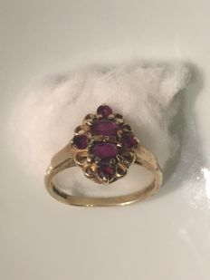 A 9ct gold and ruby ring, natural Ruby 2.5cts total
