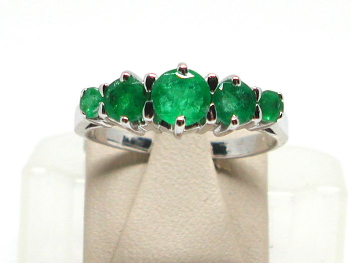 Emerald eternity ring total: 2,00ct - Ring size BE 53