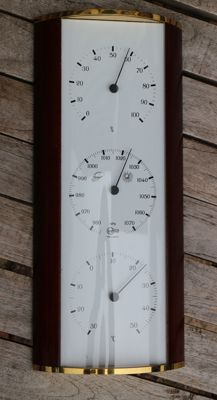 Barigo weather station (barometer, thermometer and hygrometer) curved plastic dome.