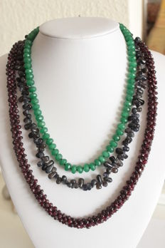 Set of 3 necklaces with Afgha garnet, tanzanites and emeralds