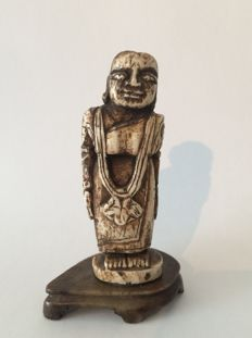 Nice primitive folk art ivory statue of a standing female figure - India - ca. 1900