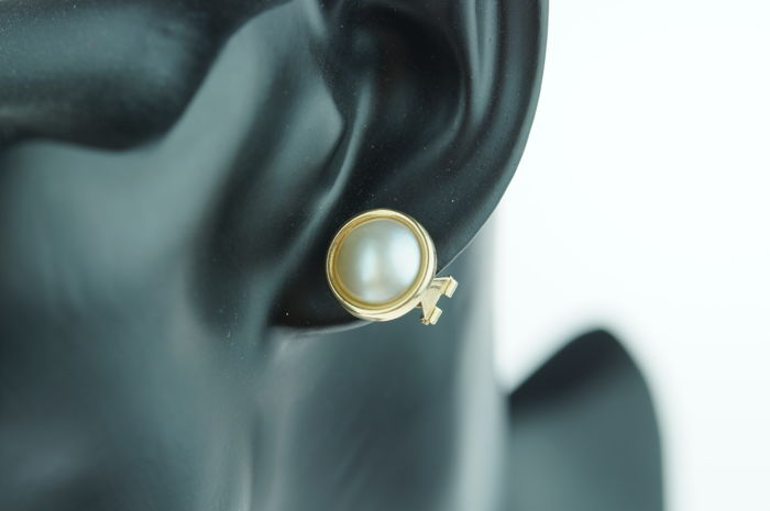 14 karat gold Mabe pearl clip-on earrings, approx. 14 mm