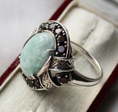 Sterling silver antique ring with very massief frame with Garnets ca. 0.96 ct. and large Jade approx. 15,9x10,9mm ca. 8.4Ct. in oval cut.