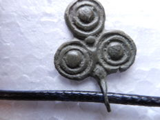 Rare Bronze Age pendant with spiral / coiled pattern. - 26mm