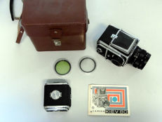 KIEV 80 medium format camera with 2 cassettes, filters and bag