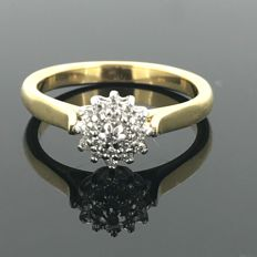 18 kt gold cocktail ring with 19 natural diamonds of 0.20 ct in a rosette setting design. No minimum price.