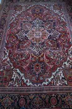 Hand-knotted Persian carpet, Heriz, 20th century, 330 x 230 cm