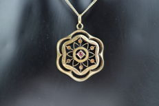Gold, 14 kt Art Deco pendant, set with ruby