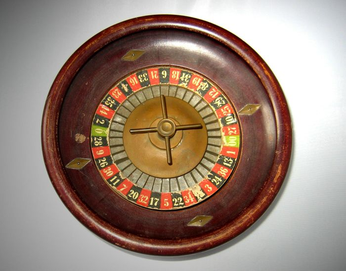 antique roulette wheel of wood and copper small table model made in germany circa 1900 catawiki. Black Bedroom Furniture Sets. Home Design Ideas