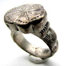 Ancient Roman Legionary Silver ring with Star engraved on bezel - 19 mm/ 17 grams