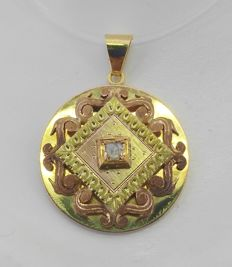 18 kt – Pendant in yellow and rose gold with centre diamond