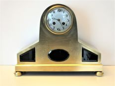 Art Deco mantel clock in brass case with 8-day movement