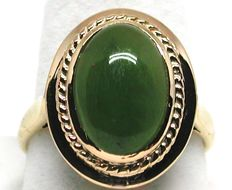 18K yellow gold cocktail ring with a cabochon cut Jade-Nephrite,  total: 6,10 ct.