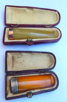 lot 2 :  Antique silver Birmingham 1913 and amber  cigarillo holder  and antique gold 375 Birmingham and amber  cigarillo holder