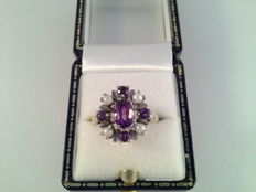 Yellow gold cocktail ring with amethyst and pearls