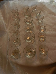 Baccarat - 18 crystal stamped glasses - Art Deco