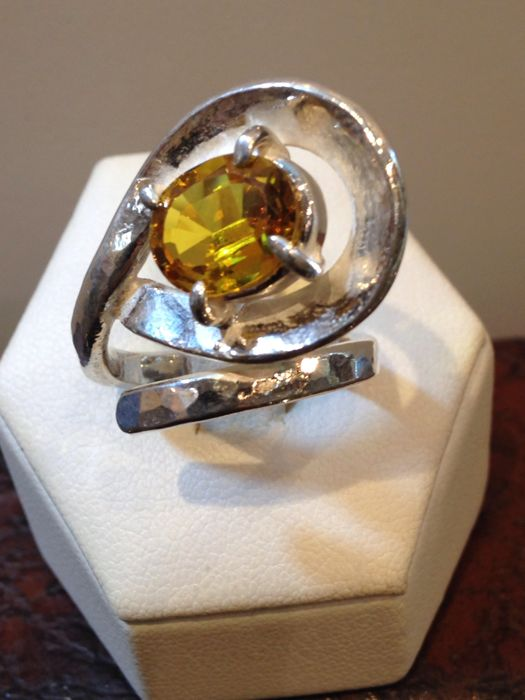 Hand-crafted ring in 925 silver with citrine - Size: 15, adjustable because it is open at the top.