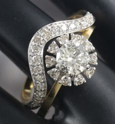 Set of 2 rings with 0.79 ct. Center Solitaire diamond with Side diamonds of 0.58 ct. -Total: 1.37 ct - Ring size: 53  (FR) /17 mm