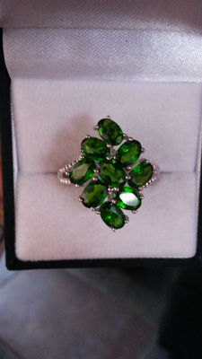 Rare Genuine Russian Chrome Diopside Coctail ring. 4.46cts Vivid Green stones. No Reserve Stylish