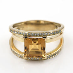 Yellow gold cocktail ring with citrine quartz and brilliant cut diamonds. Ring size: 25 (Spain)