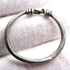 "Rare Medieval, Viking Silver Twisted Ring with ""Knot"" Bezel - 21mm"