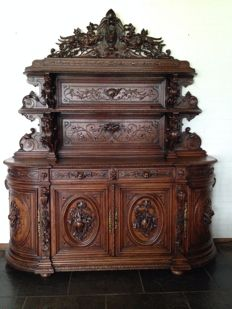 A sculptural and richly carved walnut hunting furniture - France - end of 19th century