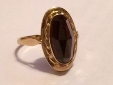 Gold ring with garnet, ring size 16.75 mm
