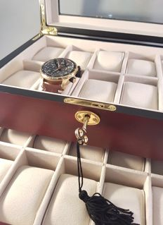 Very luxurious, elegant, durable, solid wooden watch box for 20 watches, with lock