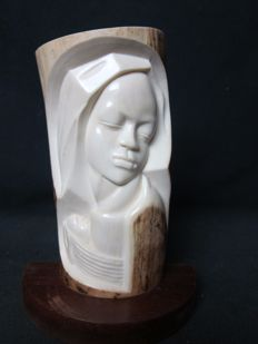 Ivory bust of Madonna with child in Art Deco style - circa 1920/1930