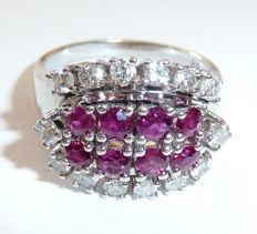 Ring made of 14 kt/585 white gold weighing 0.74 ct Diamonds/brilliants and 1 ct Rubies