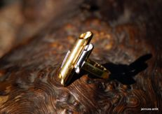 White and yellow gold (18 kt) ring with brilliants