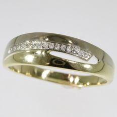Yellow gold inline diamond engagement ring - No Reserve Price