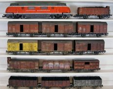 Trix Express/International H0 – Fourteen-piece mixed goods train with diesel locomotive V 200, small stock, lid, coal and closed goods wagons of the DB