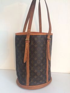 Louis Vuitton – Bucket GM shoulder bag with new lining