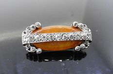 Amber, platinum and diamond vintage brooch, set with  0.33 ct of diamonds