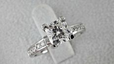 1.48 ct cushion diamond ring made of 14 kt white gold. - size 7