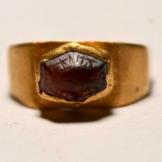 Roman gold ring with red blood agate with text -  20 x 17 mm