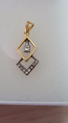 14 kt two-tone gold pendant, with 10 diamonds totalling 0.14 ct