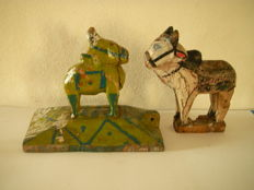 Lot with 2 painted wooden bulls (Holy Nandi) – India – 19th and early 20th century