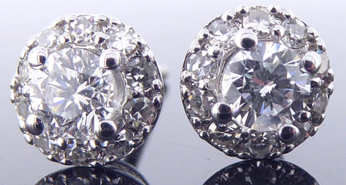 Earrings set with diamonds, 0.52 ct in total *** No reserve ***