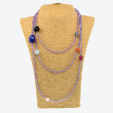 18k/750 yellow gold necklace with amethysts and assorted gemstones - Length, 174 cm.
