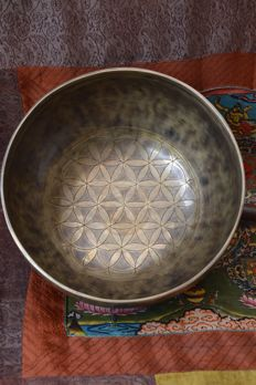 Singing bowl, hand hammered and engraved Flower of Life – Tibet/Nepal – second half 20th century
