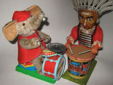 Nomura/Alps, Japan - Height: 26-30 cm - Lot of a American native with a percussion and an elephant with a drum set with battery drive, 50s
