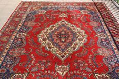 Wonderfully & Beautiful  Kayseri Turkish finely hand knotted XXL 385x 275 cm  around 1990