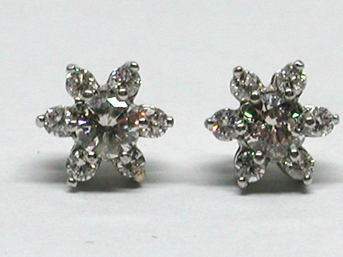 Vintage Diamond cluster studs earrings total: 1,40ct.