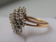 14 kt yellow gold ring set with diamond, ring size 17.25.