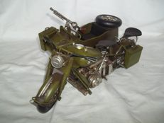 Beautiful large army motorcycle with side-car and machine gun - Length 37 cm - Very good condition.